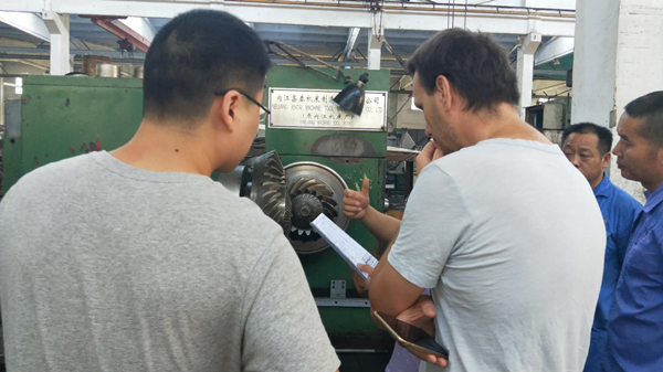 Our engineer expline to customer how to inspect the bevel gear set matched.